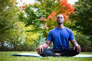 joueurs faisant du yoga